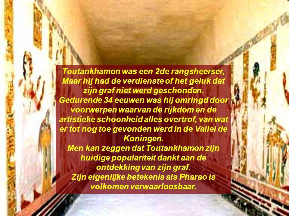 Toutankhamon was een 2de rangsheerser, Maar hij had de verdienste of het geluk dat zijn graf niet werd geschonden.