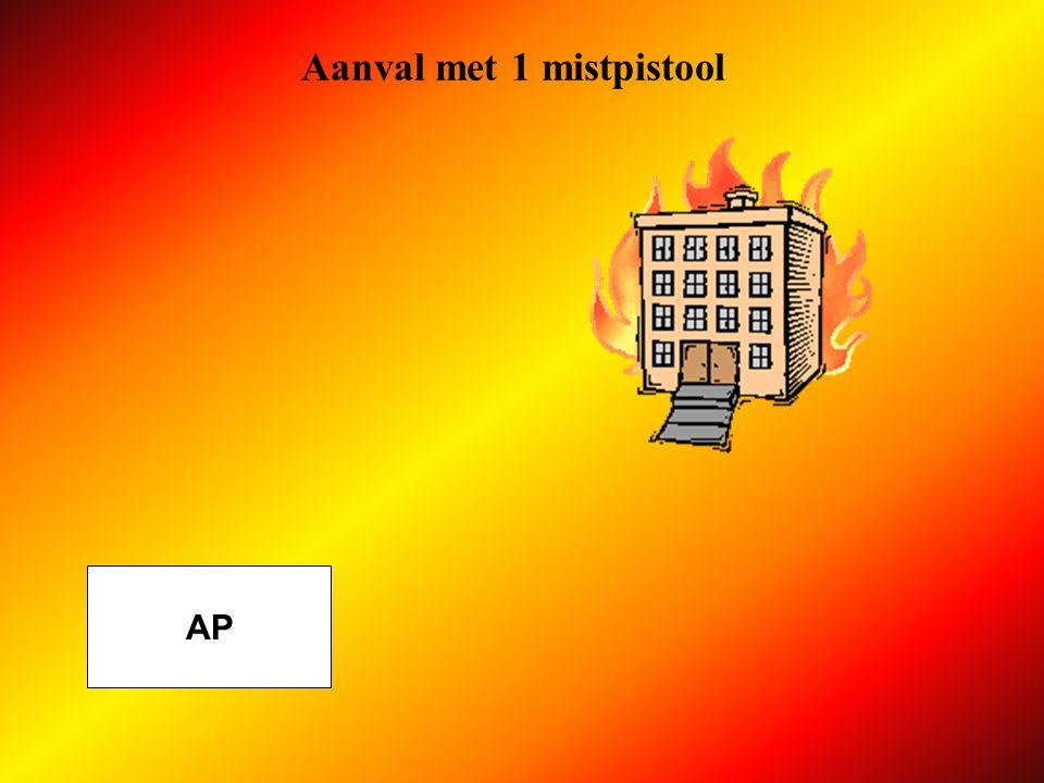 Aanval Schuimopstelling AP AFLEG fase 1 gooit 1 slang Ø 45 ter hoogte van verdeelstuk, parallel en in tegenovergestelde richting van brand B legt de lijnmenger Z4 en de aanzuigslang SVM naast het verdeelstuk
