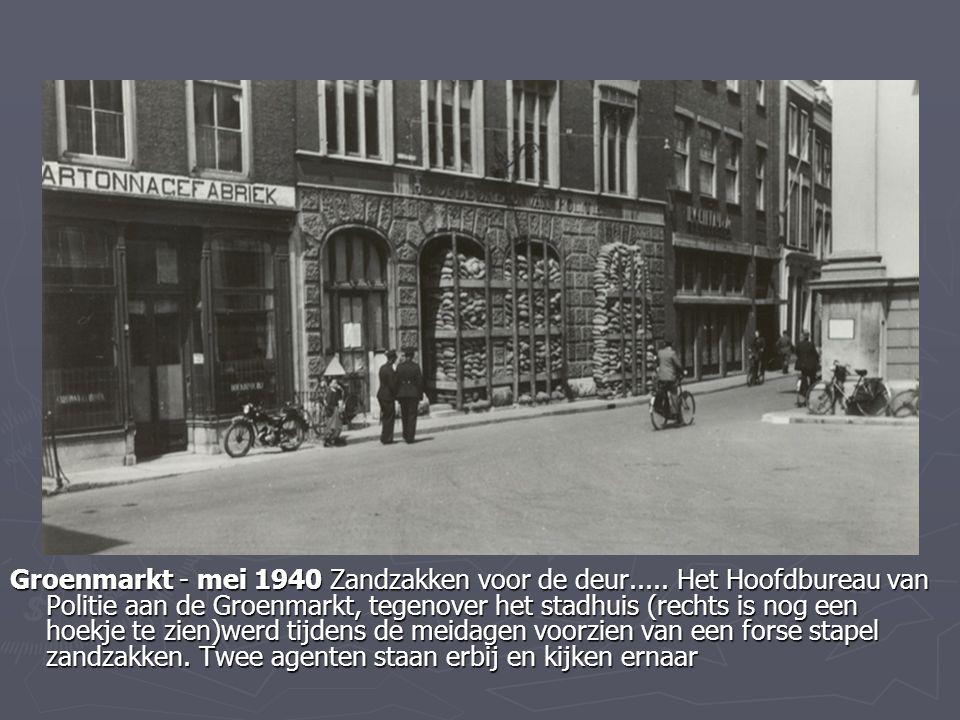 Groenmarkt - mei 1940 Zandzakken voor de deur..... Het Hoofdbureau van Politie aan de Groenmarkt, tegenover het stadhuis (rechts is nog een hoekje te