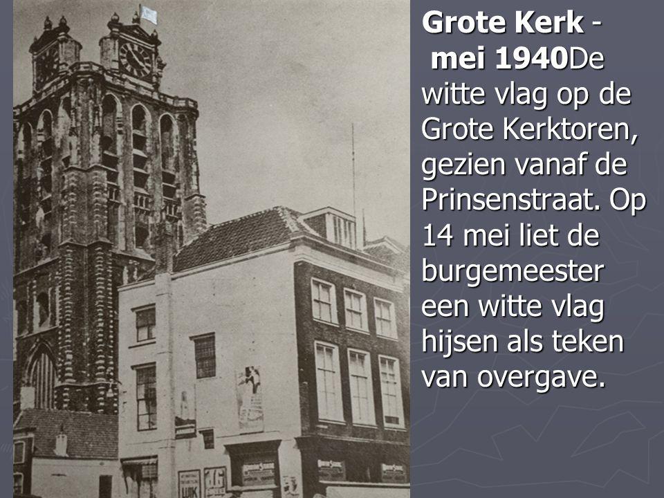 Grote Kerk - mei 1940De witte vlag op de Grote Kerktoren, gezien vanaf de Prinsenstraat. Op 14 mei liet de burgemeester een witte vlag hijsen als teke