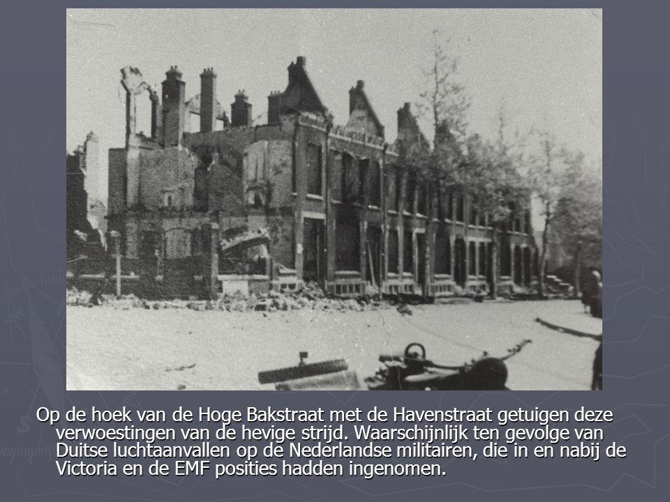 Op de hoek van de Hoge Bakstraat met de Havenstraat getuigen deze verwoestingen van de hevige strijd. Waarschijnlijk ten gevolge van Duitse luchtaanva
