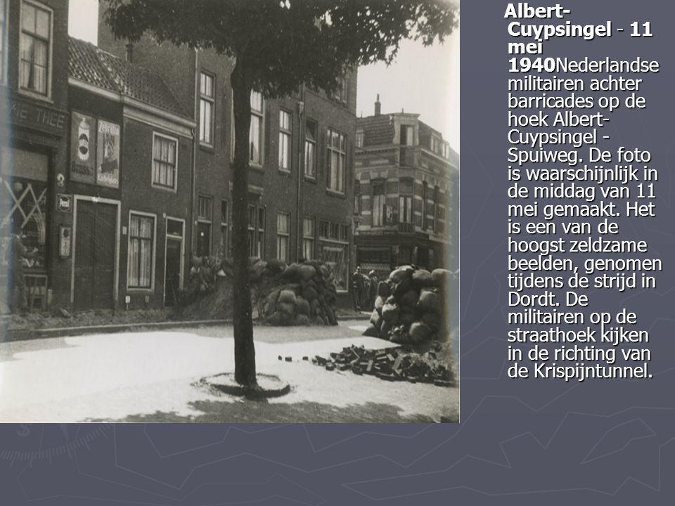 Albert- Cuypsingel - 11 mei 1940Nederlandse militairen achter barricades op de hoek Albert- Cuypsingel - Spuiweg. De foto is waarschijnlijk in de midd