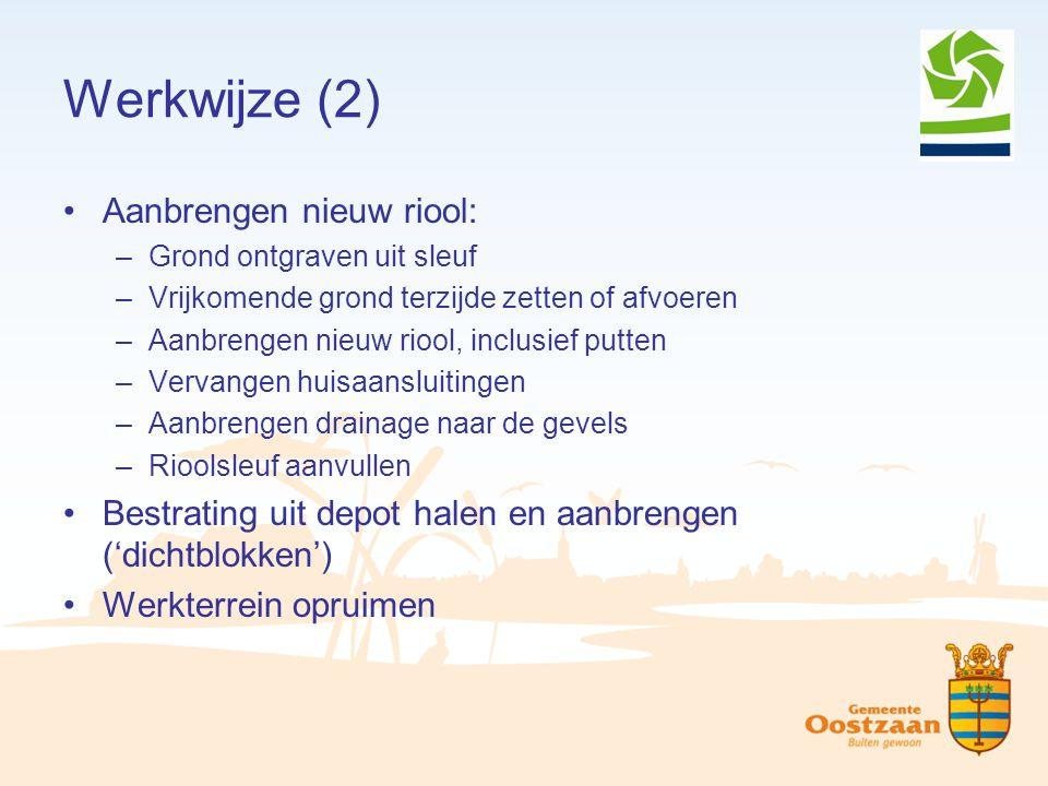 Werkwijze (2) Aanbrengen nieuw riool: –Grond ontgraven uit sleuf –Vrijkomende grond terzijde zetten of afvoeren –Aanbrengen nieuw riool, inclusief put