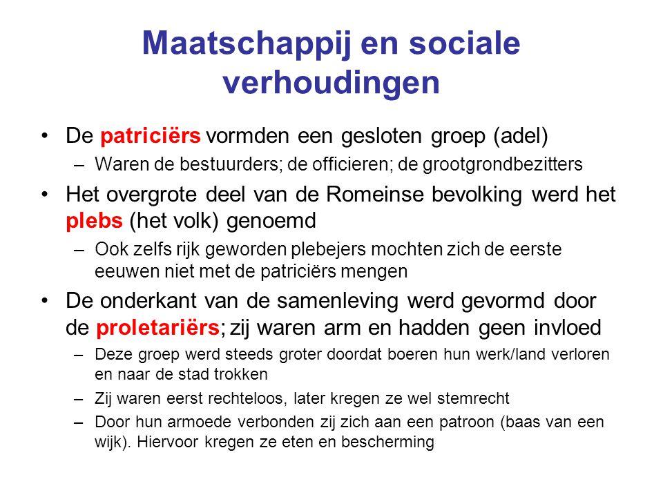 Maatschappij en sociale verhoudingen De patriciërs vormden een gesloten groep (adel) –Waren de bestuurders; de officieren; de grootgrondbezitters Het