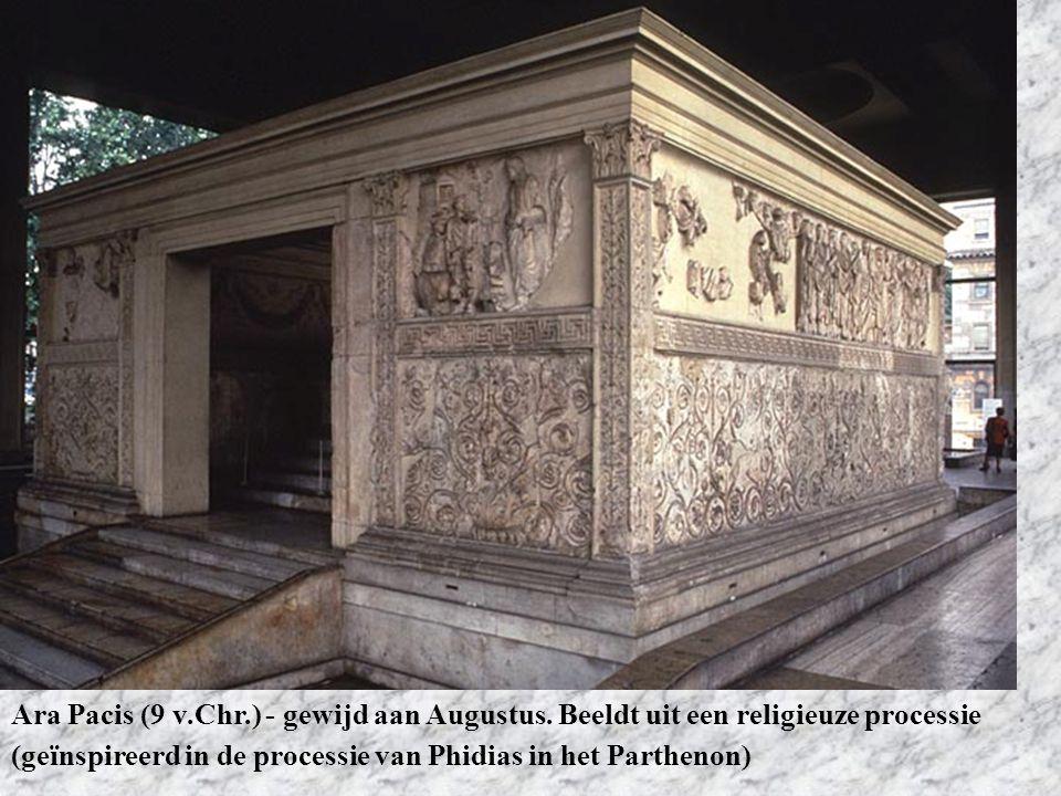 Ara Pacis (9 v.Chr.) - gewijd aan Augustus. Beeldt uit een religieuze processie (geïnspireerd in de processie van Phidias in het Parthenon)