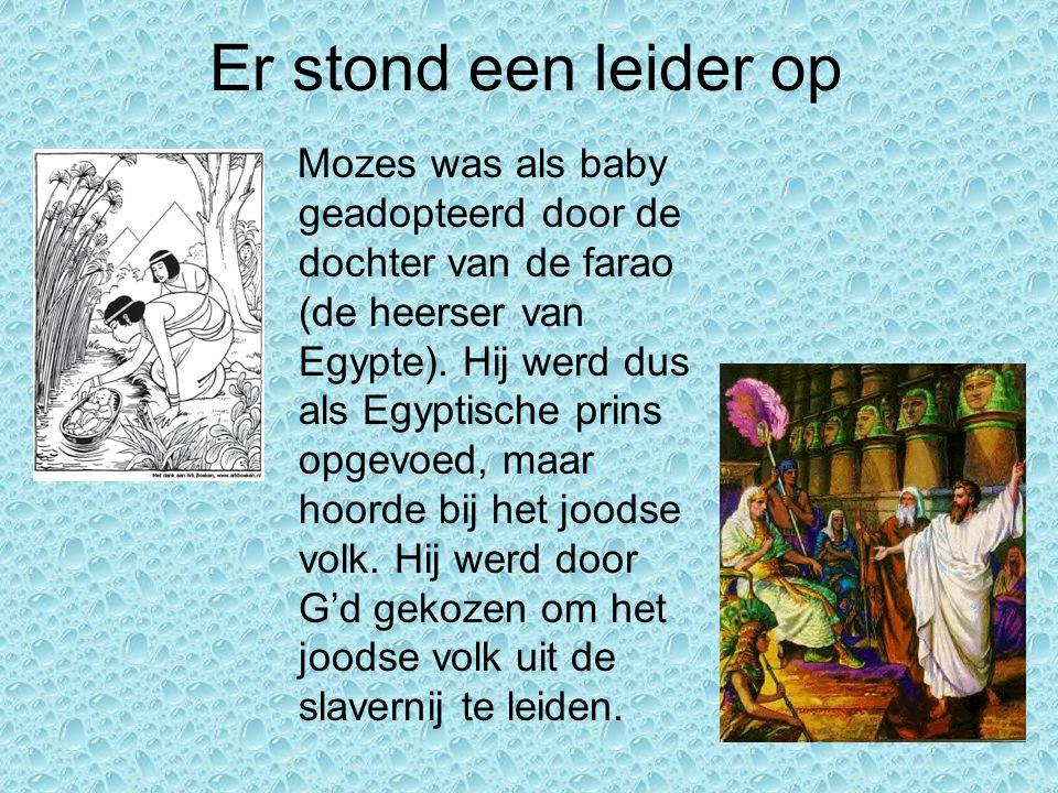 Er stond een leider op Mozes was als baby geadopteerd door de dochter van de farao (de heerser van Egypte). Hij werd dus als Egyptische prins opgevoed
