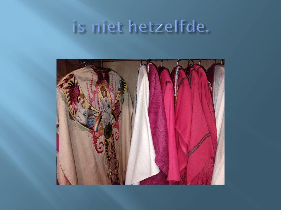 In de kleerkast van de sacristie hangen minder kleuren en elke dag adviseert een zogenaamd directorium welke kleur gekozen moet worden.