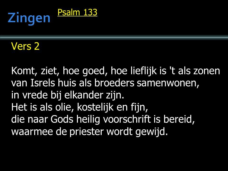 Vers 2 Komt, ziet, hoe goed, hoe lieflijk is 't als zonen van Isrels huis als broeders samenwonen, in vrede bij elkander zijn. Het is als olie, kostel