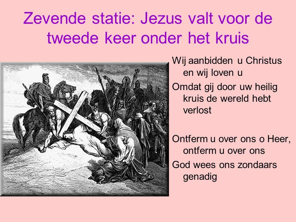 Zevende statie: Jezus valt voor de tweede keer onder het kruis Wij aanbidden u Christus en wij loven u Omdat gij door uw heilig kruis de wereld hebt v