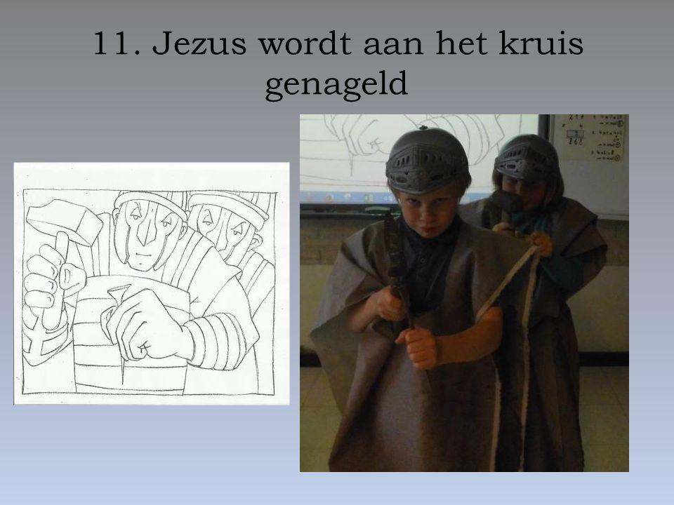 11. Jezus wordt aan het kruis genageld