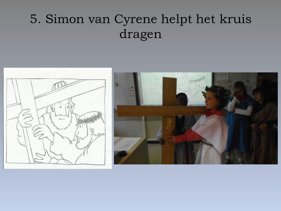 5. Simon van Cyrene helpt het kruis dragen