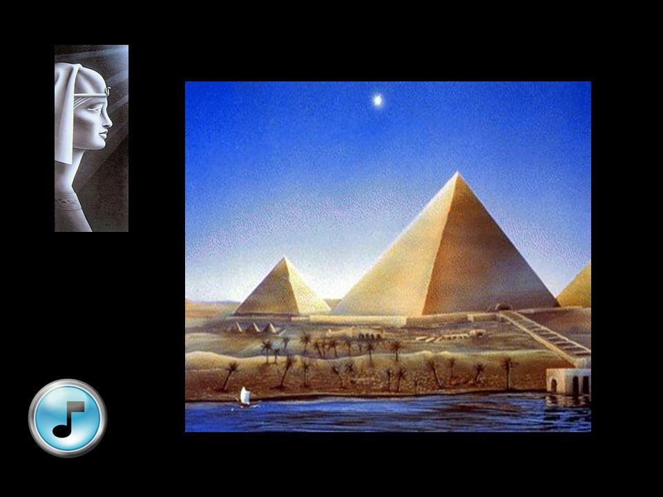 Alle gangen en schachten in de pyramide lopen volledig recht; de grootste afwijking vindt men in de dalende gang : 5 mm op een afstand van 45 m
