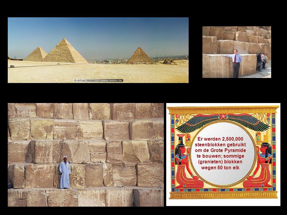 Er werden 2,500,000 steenblokken gebruikt om de Grote Pyramide te bouwen; sommige (granieten) blokken wegen 50 ton elk
