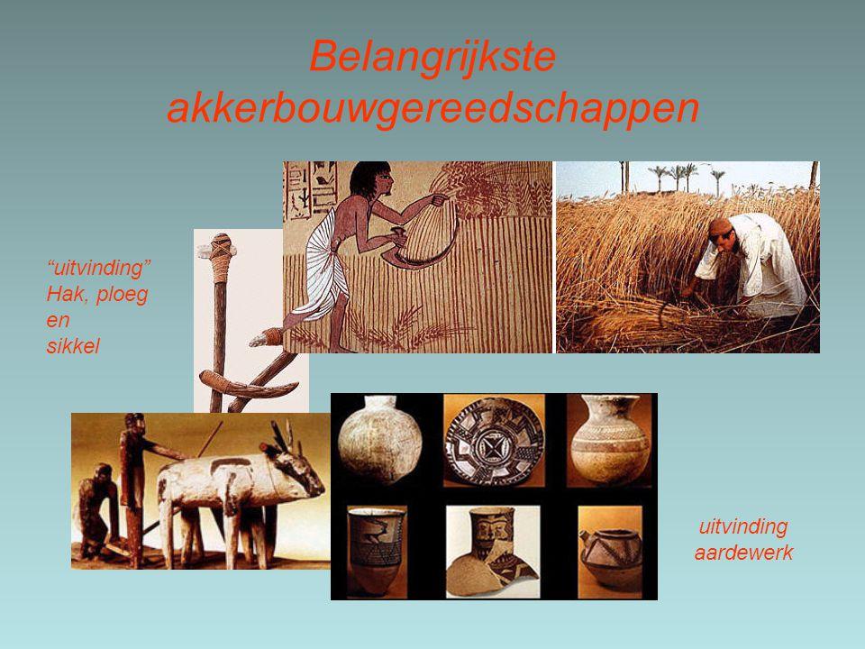 """Belangrijkste akkerbouwgereedschappen uitvinding aardewerk """"uitvinding"""" Hak, ploeg en sikkel"""