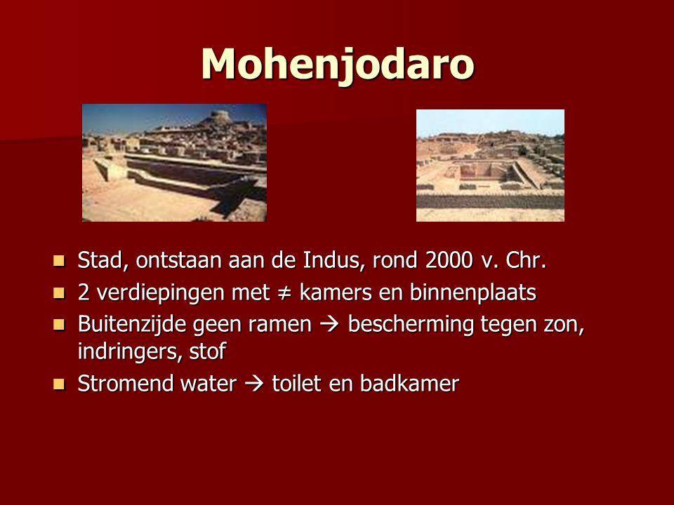 Mohenjodaro Stad, ontstaan aan de Indus, rond 2000 v. Chr. Stad, ontstaan aan de Indus, rond 2000 v. Chr. 2 verdiepingen met ≠ kamers en binnenplaats
