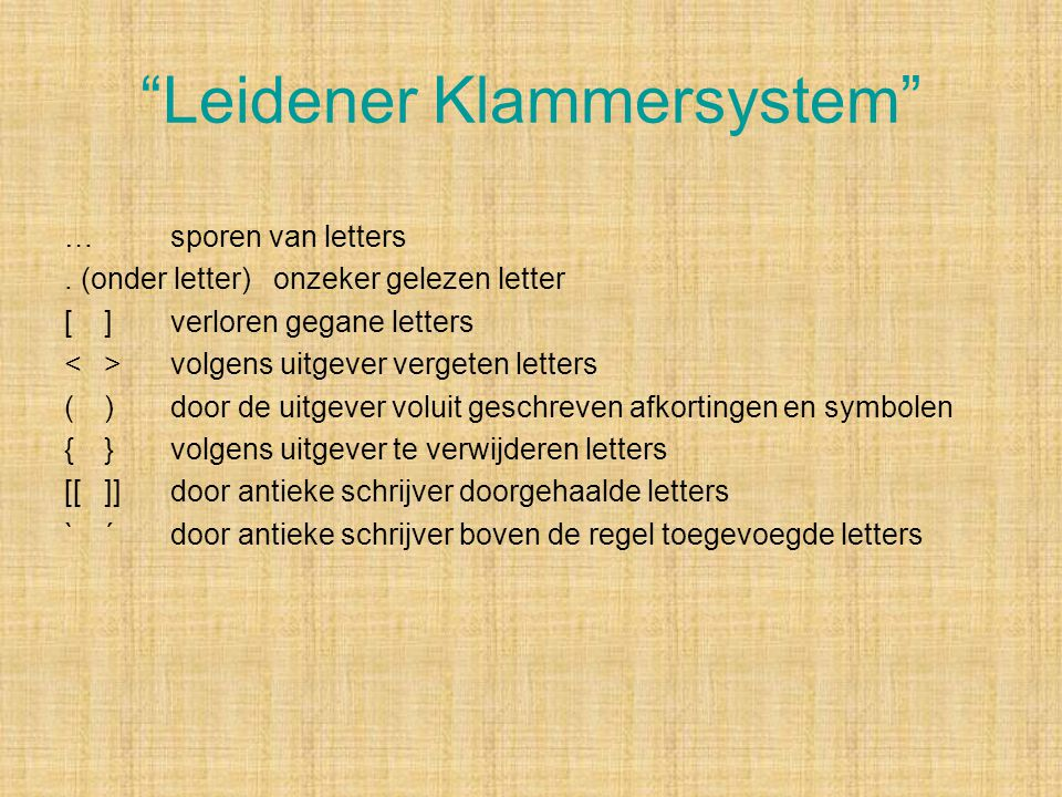 """""""Leidener Klammersystem"""" …sporen van letters. (onder letter) onzeker gelezen letter []verloren gegane letters <>volgens uitgever vergeten letters ()do"""
