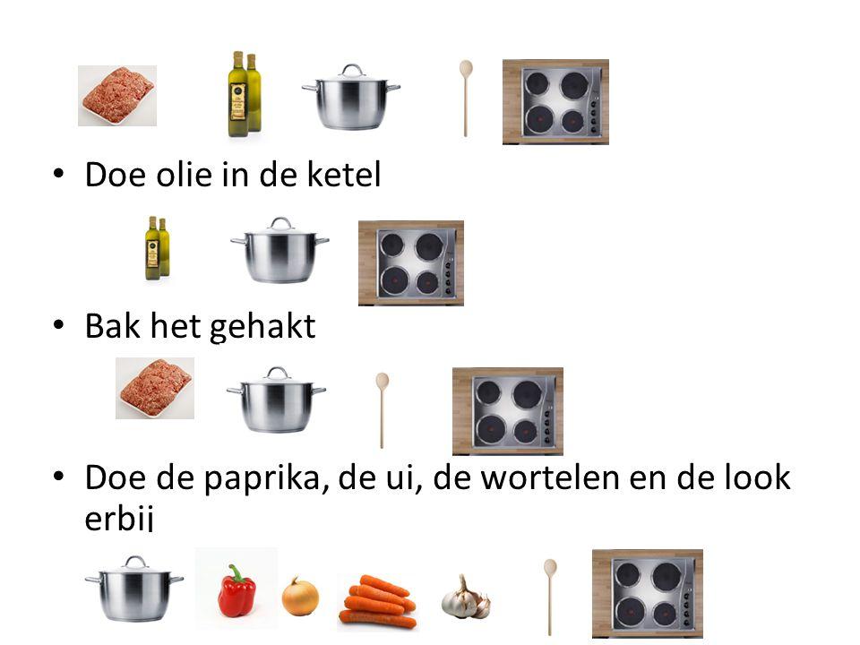 Doe olie in de ketel Bak het gehakt Doe de paprika, de ui, de wortelen en de look erbij