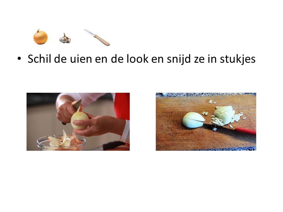 Schil de uien en de look en snijd ze in stukjes