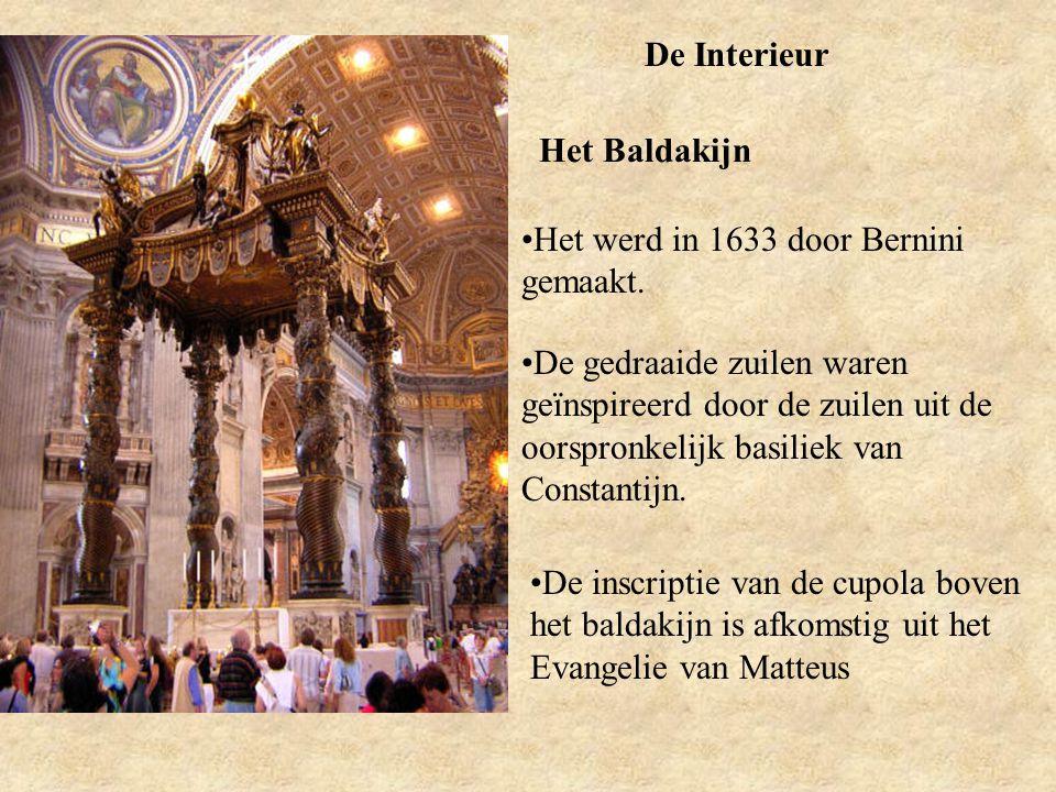De Interieur Het Baldakijn Het werd in 1633 door Bernini gemaakt. De gedraaide zuilen waren geïnspireerd door de zuilen uit de oorspronkelijk basiliek