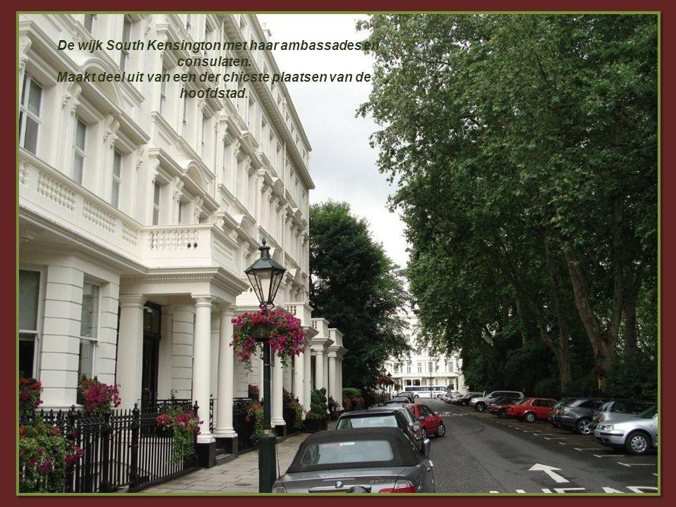 Kensington Palace De helft van dit paleis wordt bewoond door leden van de koninklijke familie. Het was de laatste verblijfplaats van prinses Diana en