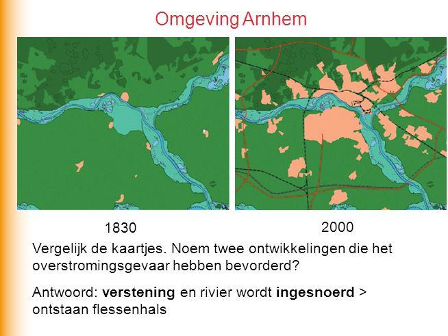 Vergelijk de kaartjes.Noem twee ontwikkelingen die het overstromingsgevaar hebben bevorderd.