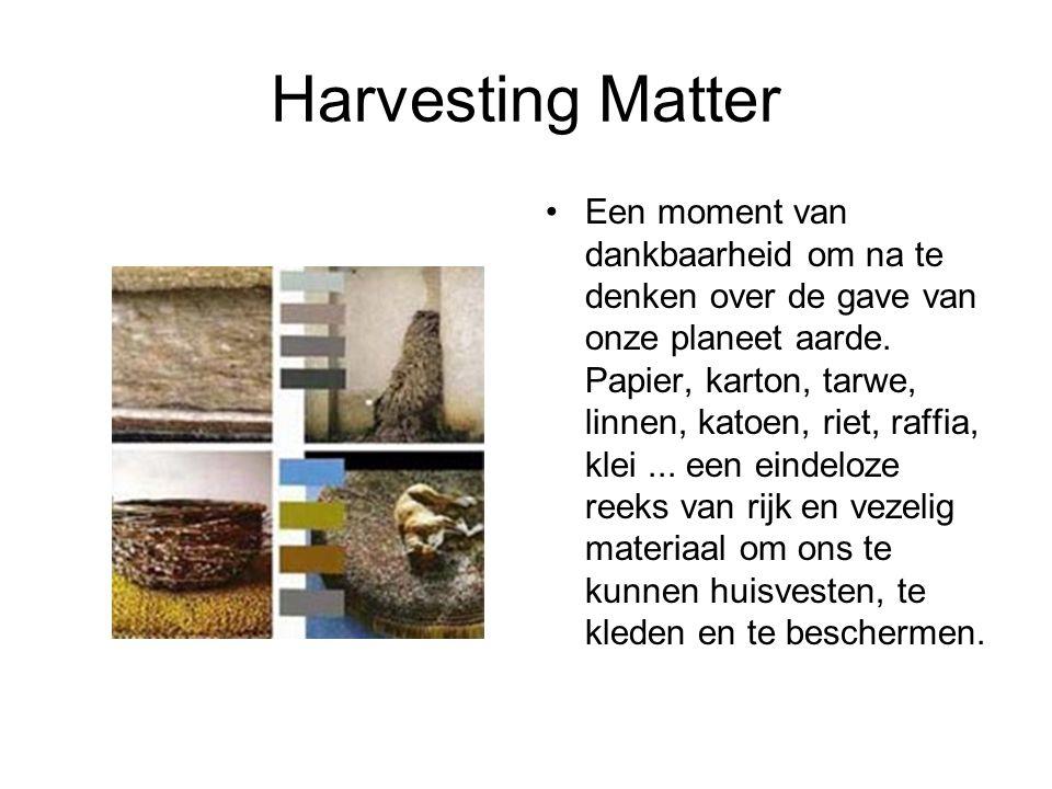 Harvesting Matter Een moment van dankbaarheid om na te denken over de gave van onze planeet aarde. Papier, karton, tarwe, linnen, katoen, riet, raffia
