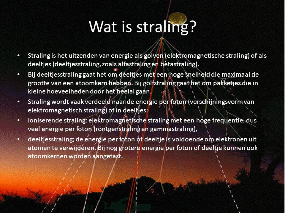 Wat is straling? Straling is het uitzenden van energie als golven (elektromagnetische straling) of als deeltjes (deeltjesstraling, zoals alfastraling
