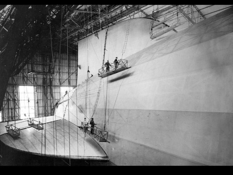 Op circa 200 meter van de afmeermast werden de motoren stilgezet en kwam het luchtschip tot stilstand.