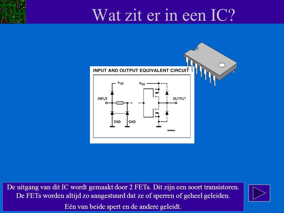 Wat zit er in een IC? De uitgang van dit IC wordt gemaakt door 2 FETs. Dit zijn een soort transistoren. De FETs worden altijd zo aangestuurd dat ze of