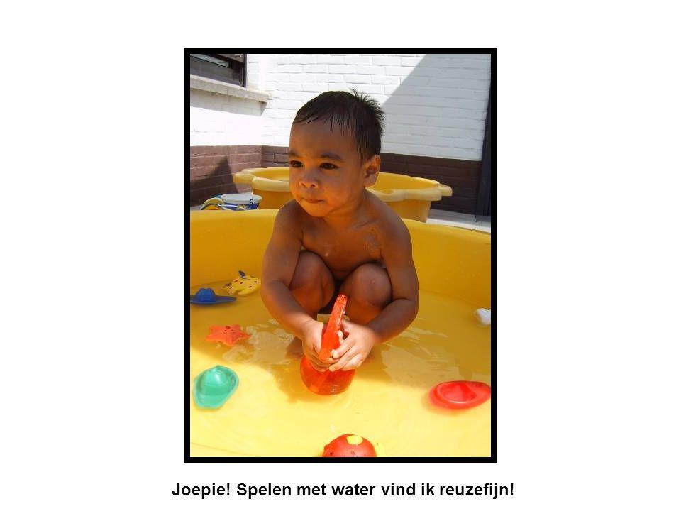 Joepie! Spelen met water vind ik reuzefijn!