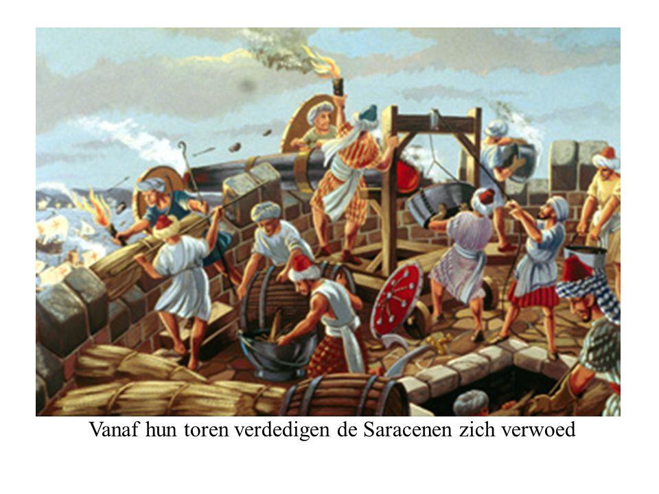 Vanaf hun toren verdedigen de Saracenen zich verwoed