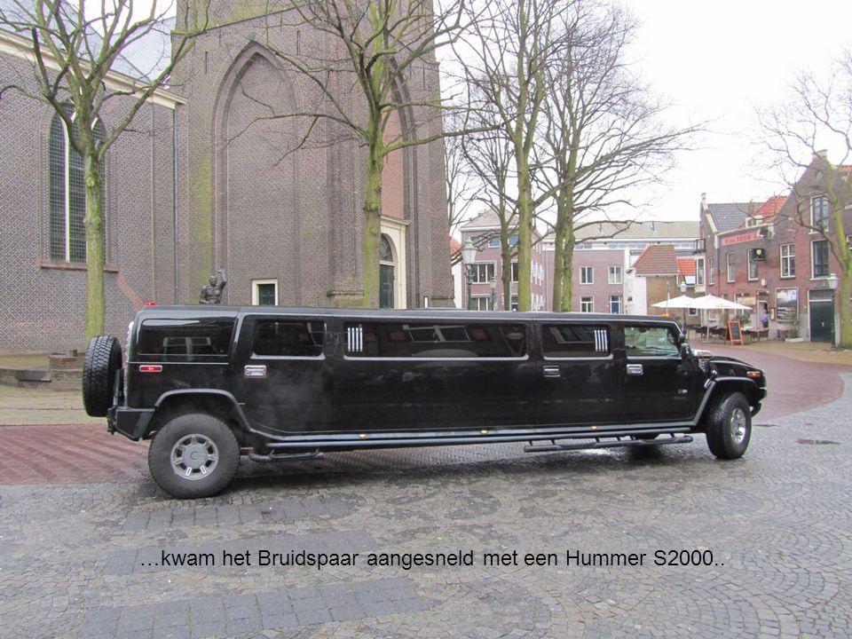 …kwam het Bruidspaar aangesneld met een Hummer S2000..