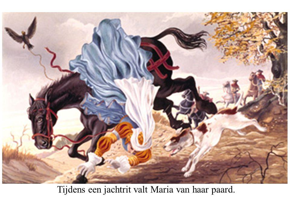 Tijdens een jachtrit valt Maria van haar paard.