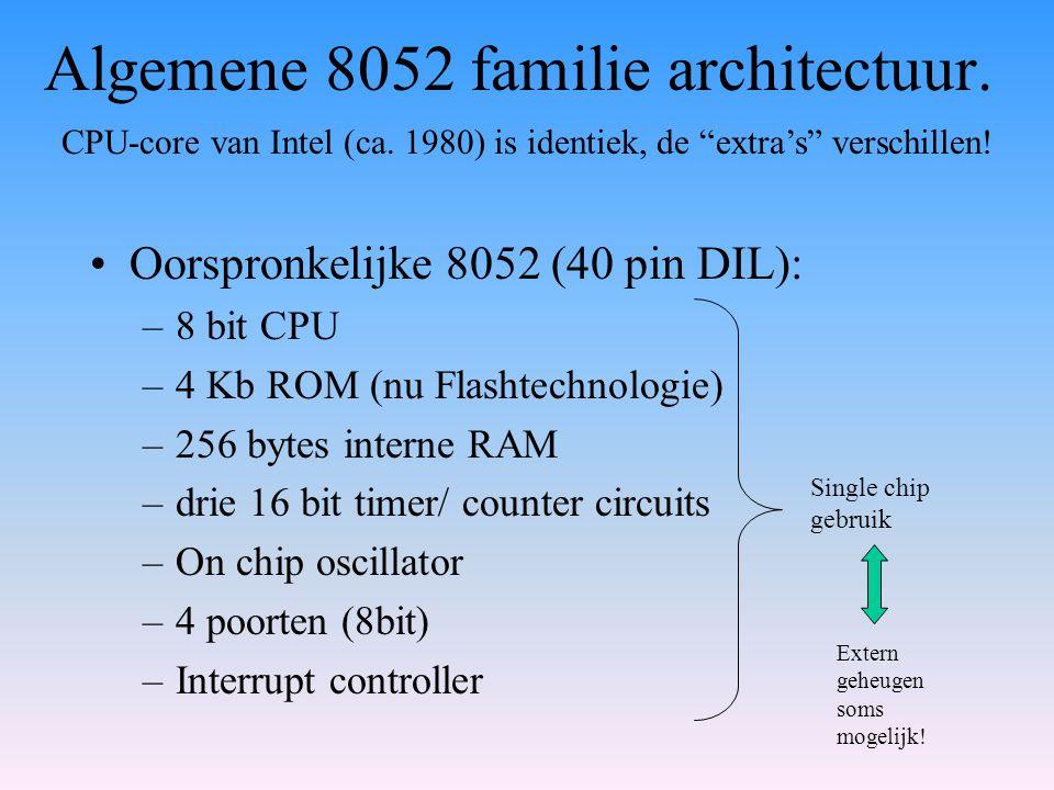 Algemene 8052 familie architectuur. Oorspronkelijke 8052 (40 pin DIL): –8 bit CPU –4 Kb ROM (nu Flashtechnologie) –256 bytes interne RAM –drie 16 bit