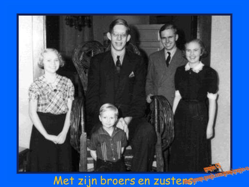 Met zijn broers en zusters.