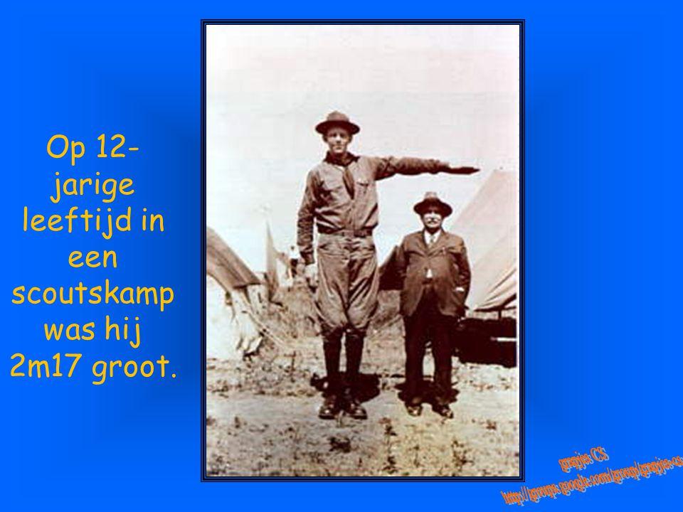Op 12- jarige leeftijd in een scoutskamp was hij 2m17 groot.