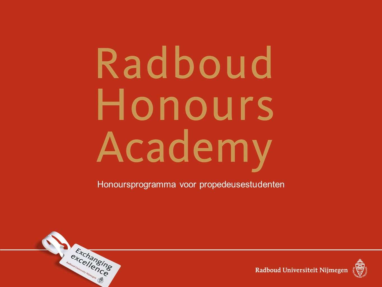 Wat biedt de Radboud Honours Academy De Radboud Honours Academy biedt getalenteerde en ambitieuze studenten van de Radboud Universiteit Nijmegen de kans om een extra en uitdagend programma te volgen.