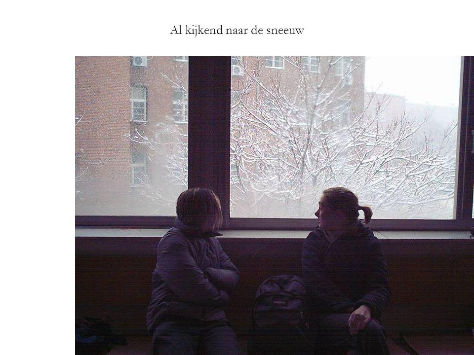 Al kijkend naar de sneeuw