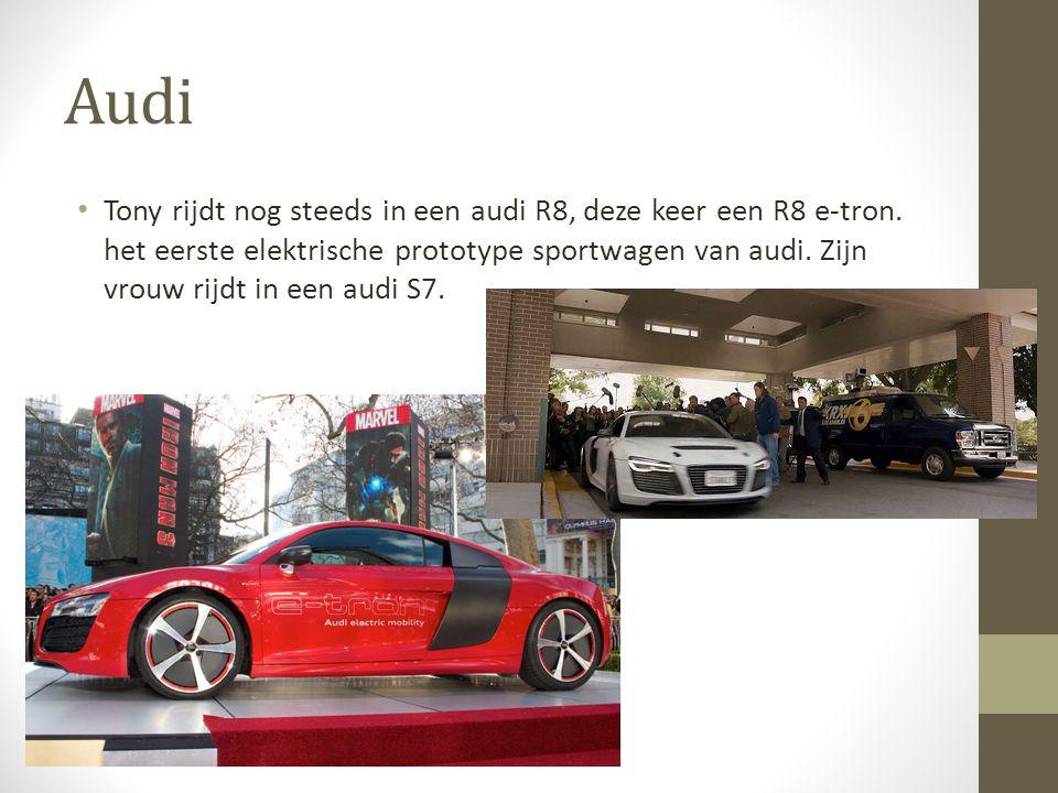 Audi Tony rijdt nog steeds in een audi R8, deze keer een R8 e-tron.