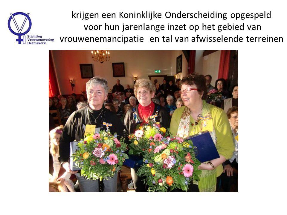 Marie Jeannette de Vries wordt bedankt voor haar Lezing 'Van Moeder Aarde naar Vader Hemel