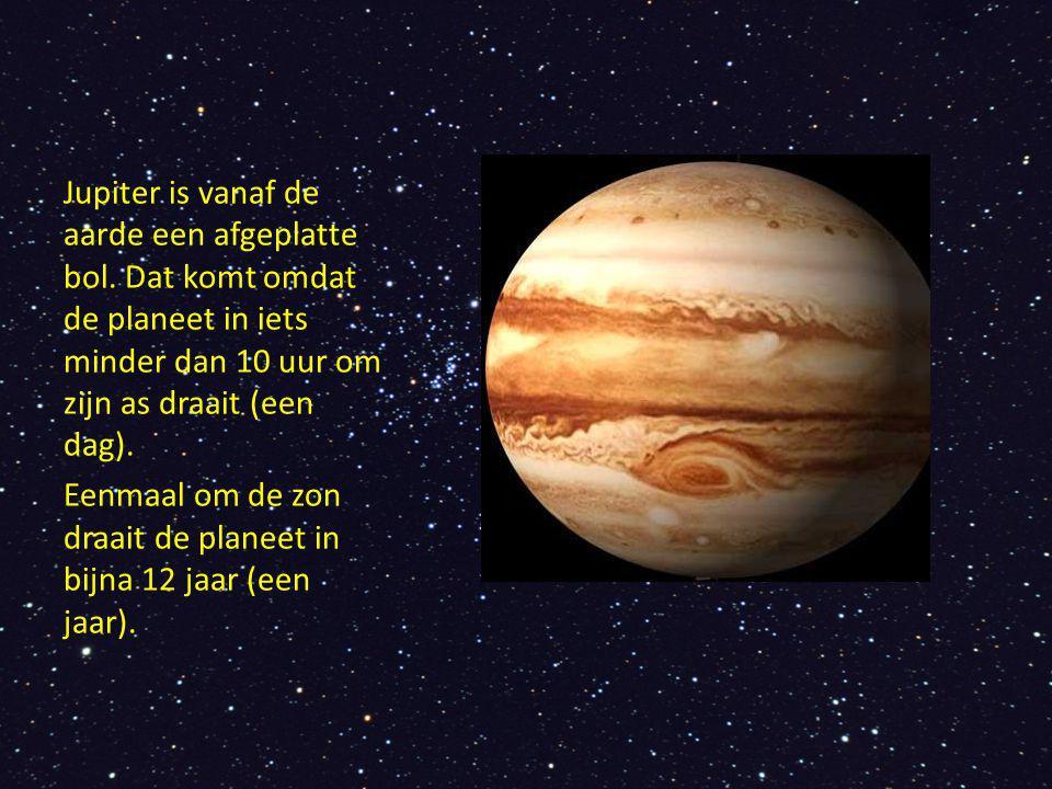 Jupiter is vanaf de aarde een afgeplatte bol. Dat komt omdat de planeet in iets minder dan 10 uur om zijn as draait (een dag). Eenmaal om de zon draai