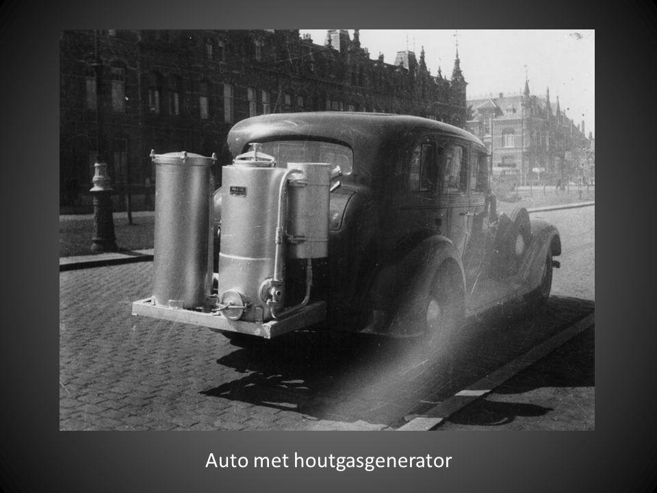 Auto met houtgasgenerator