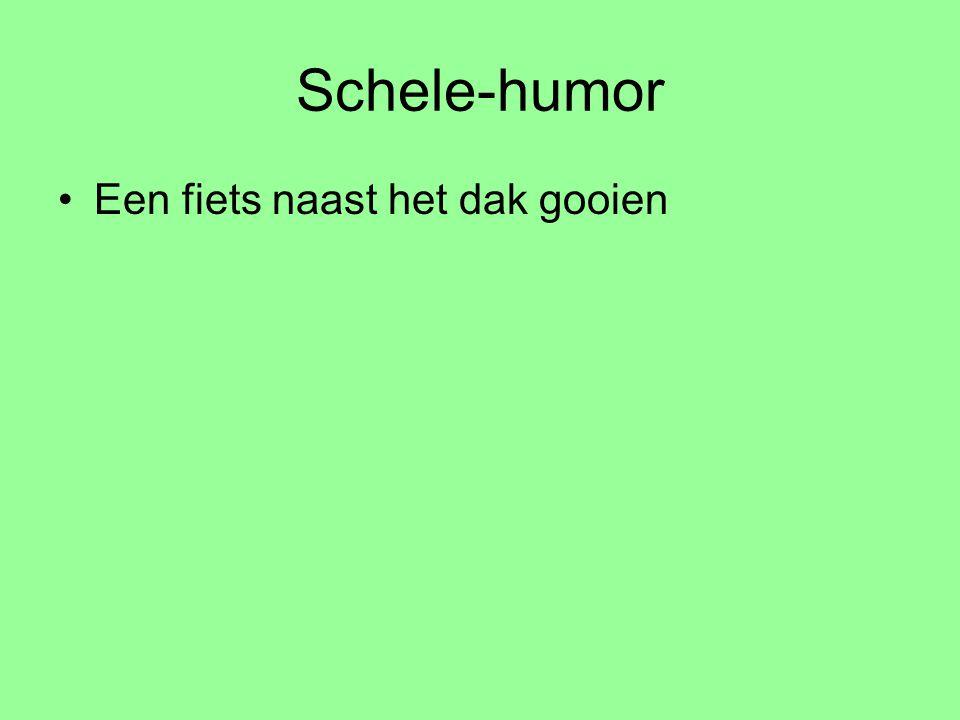 Schele-humor Een fiets naast het dak gooien