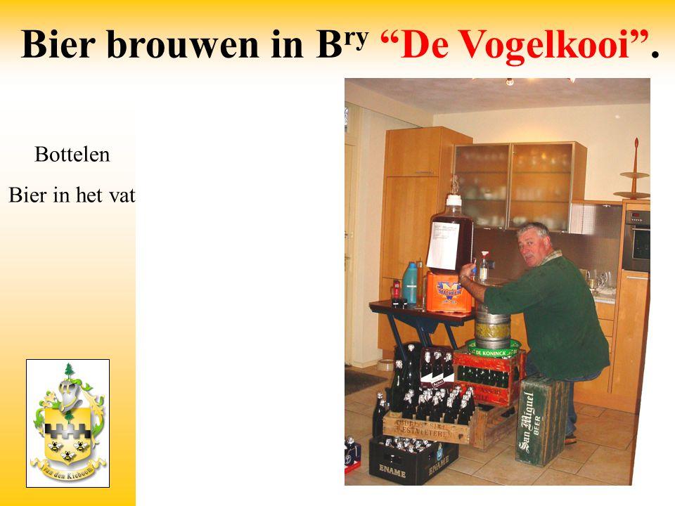 """Bier brouwen in B ry """"De Vogelkooi"""". Bottelen Bier in het vat"""