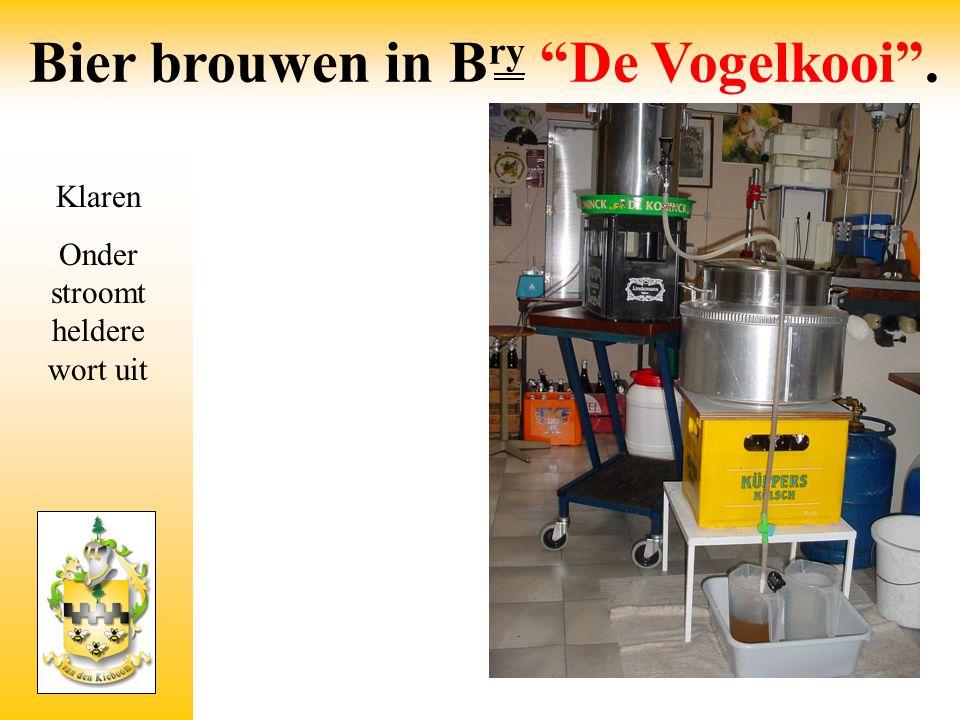 """Klaren Onder stroomt heldere wort uit Bier brouwen in B ry """"De Vogelkooi""""."""