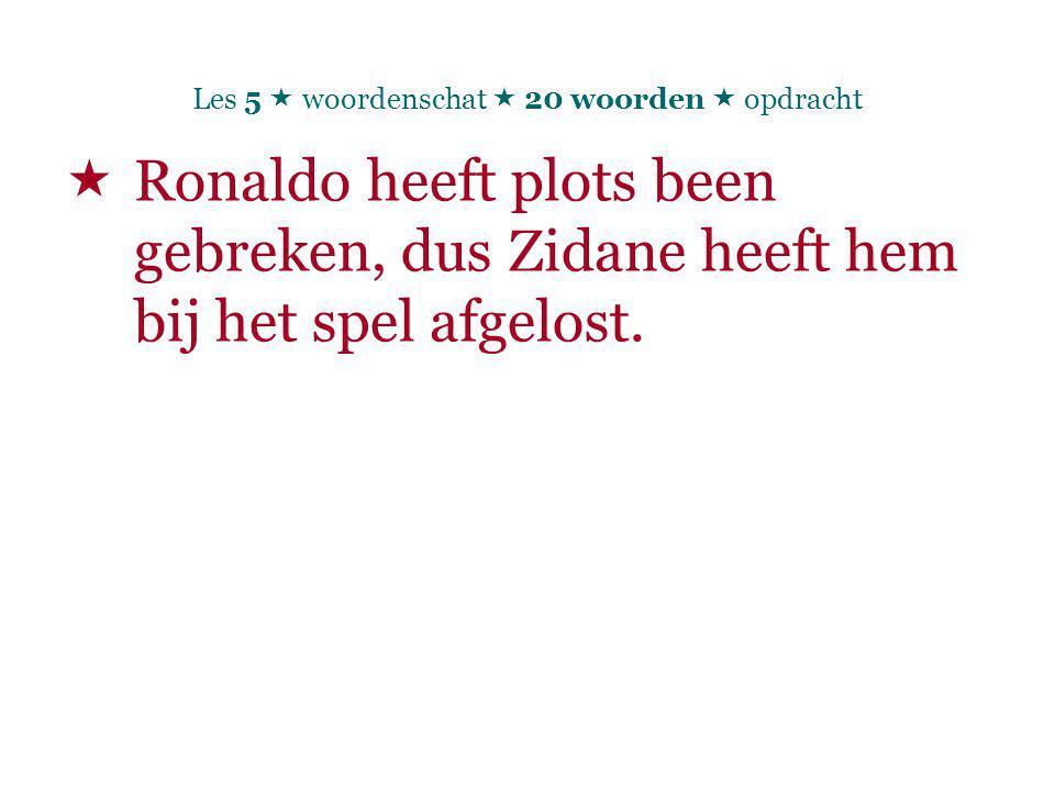  Ronaldo heeft plots been gebreken, dus Zidane heeft hem bij het spel afgelost.