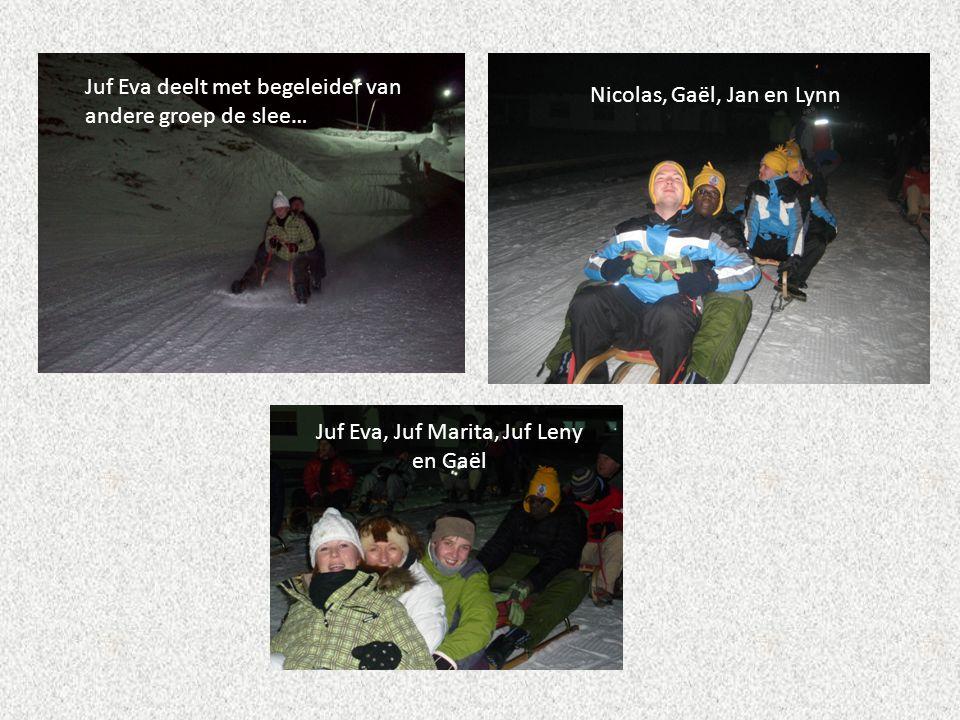 Juf Eva deelt met begeleider van andere groep de slee… Nicolas, Gaël, Jan en Lynn Juf Eva, Juf Marita, Juf Leny en Gaël