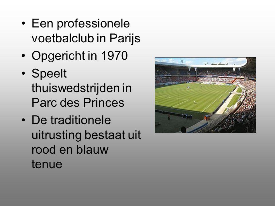 Een professionele voetbalclub in Parijs Opgericht in 1970 Speelt thuiswedstrijden in Parc des Princes De traditionele uitrusting bestaat uit rood en blauw tenue
