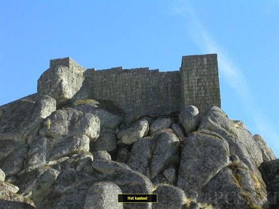 Pad naar het kasteel.