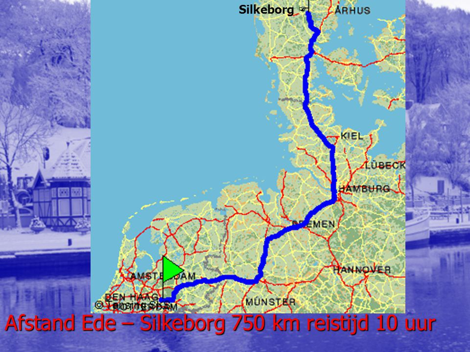 EPA Een auto is donderdag in de Deense provincie Jutland gestrand in de sneeuw.